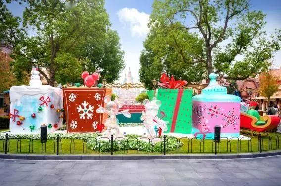 上海迪士尼度假区进入冬日奇景,开启温暖节庆季