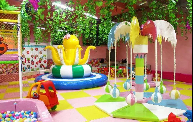 做到儿童乐园不断地吸引儿童